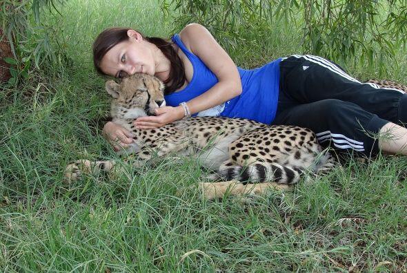 Los animales le tienen confianza, quizá porque saben que ella jamás les...