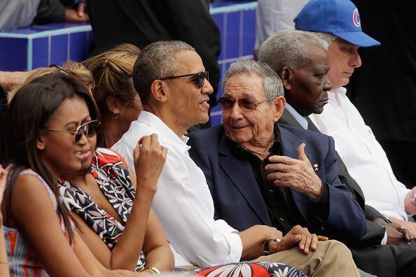 Barack Obama y Raúl Castro no sólo hablaron de polí...