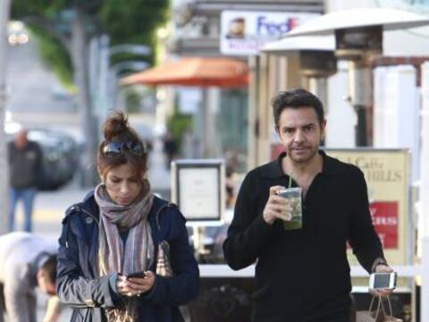 Vaya sorpresa nos llevamos al encontrar a Eugenio Derbez y Alessandra Ro...