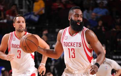 James Harden anotó 38 puntos.