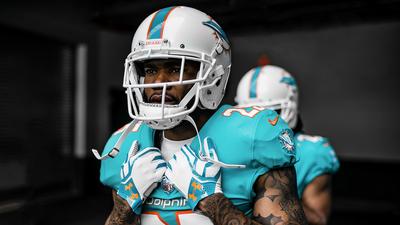 Elegancia y porte: los Miami Dolphins presumieron su nueva armadura