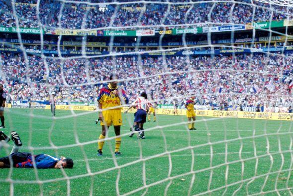 Un incidente entre Scarone, del América, y Térile y Luis Rey, del Guadal...
