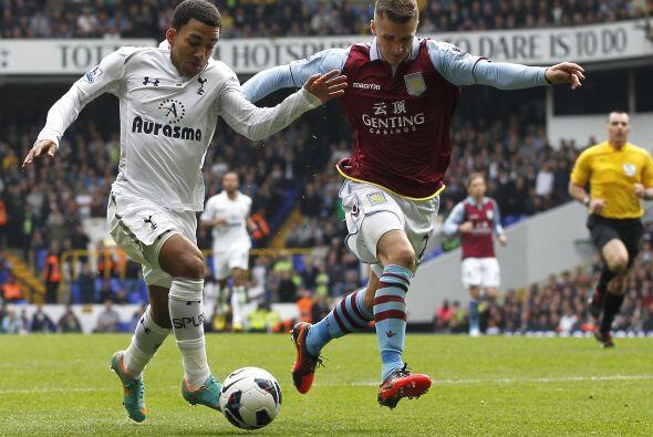 En otros encuentros, el Tottenham recibió en White Hart Lane al Aston Vi...