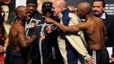 Bardkey y Casamayor no aguantan para subir al ring.