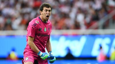 El portero de Santos señaló que el vino al fútbol m...