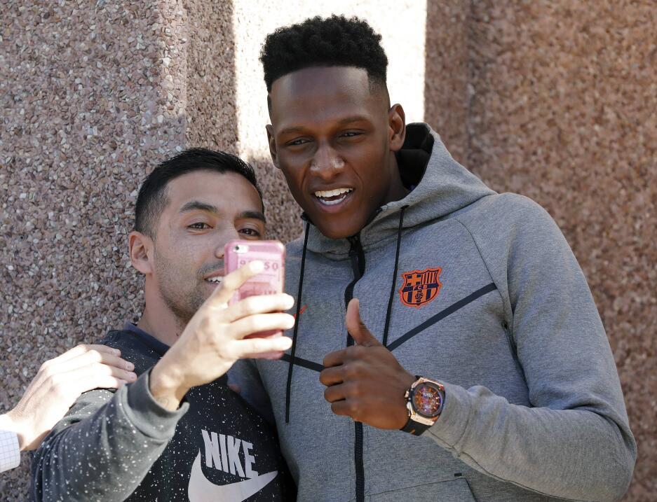 Yerry Mina fue presentado oficialmente como jugador del Barcelona 636513...