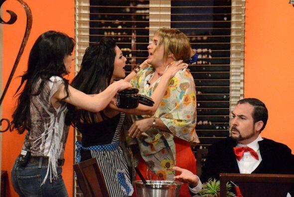 Y mientras la viuda y la enfermera interpretada por María Requenel se pe...