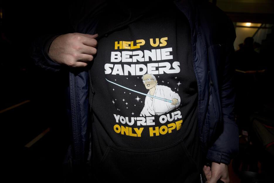 Los fanáticos de Bernie Sanders que lo llevan en la ropa y en la piel 16...