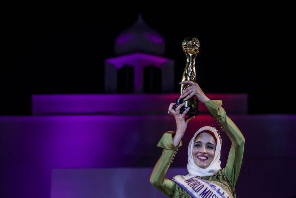Así cargó su trofeo Ben Guefrache Fatma.