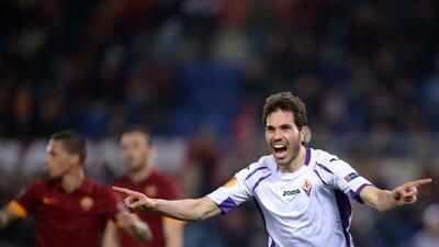 Basanta, defensor argentino ex del Monterey, festeja su gol con el que a...
