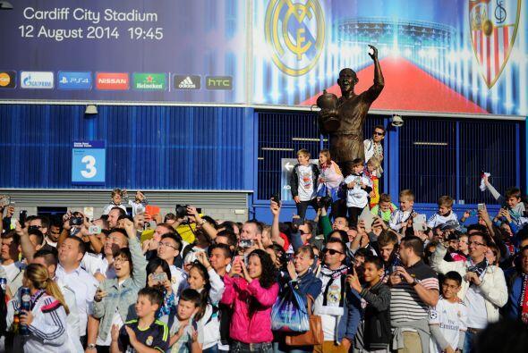 Aficionados del Real Madrid dominaron sobre los sevillanos en parte por...