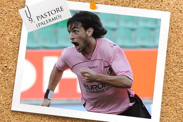 Ya en el ataque, qué prodigio de futbolista es el argentino Javier Pasto...