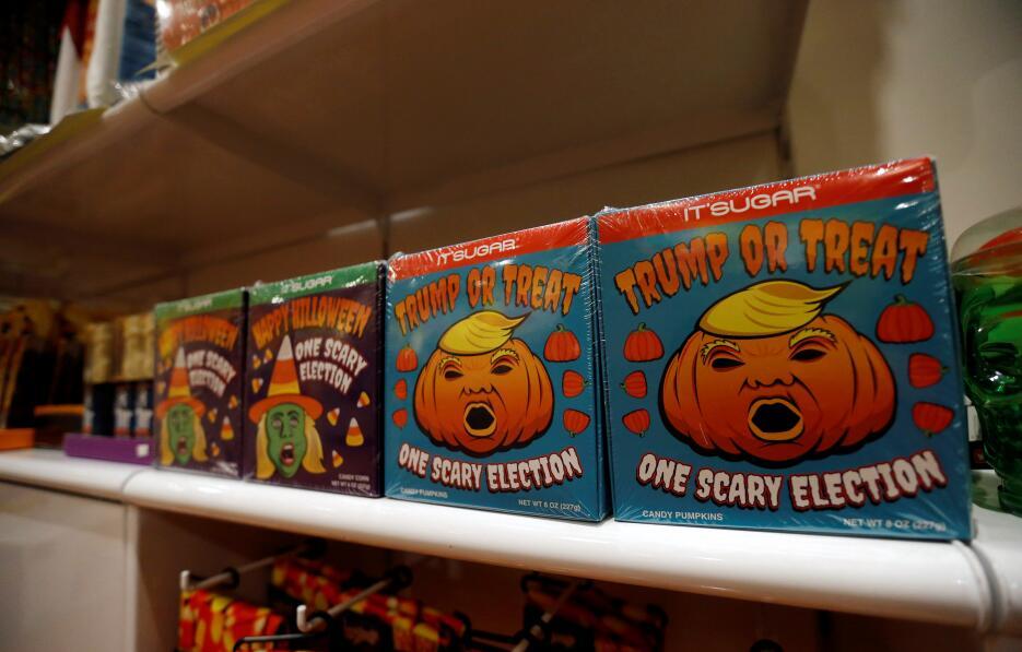 Las presidenciales también se toman Halloween Halloween.JPG