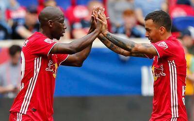 Kaku y Wright-Phllips celebran uno de sus goles.