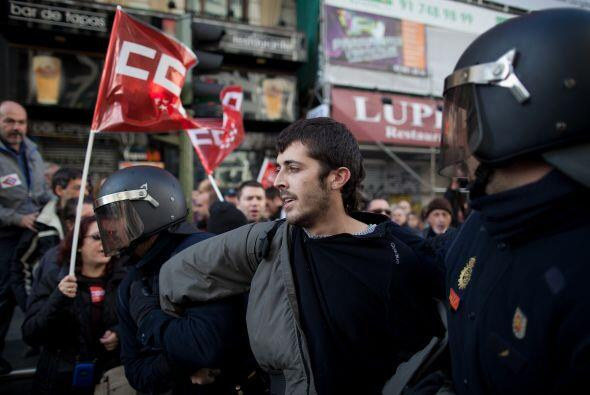 """Los choques se produjeron cuando los """"indignados"""" (movimiento de protest..."""