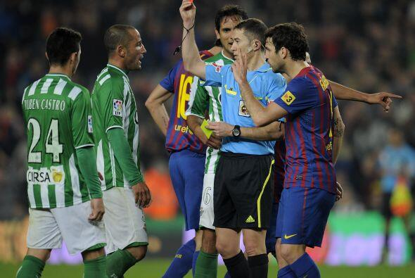 El defensa Mario se ganó la tarjeta roja y dejó en inferioridad al Betis.