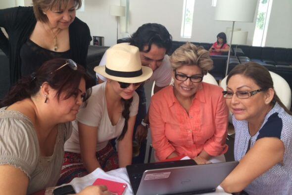 Toda la familia se reunió para ver la gran cobertura que Univision le es...