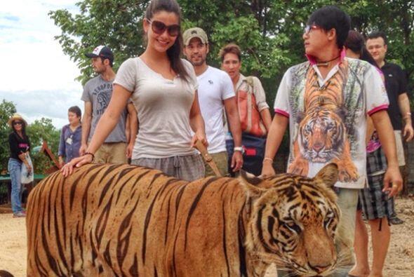 Directamente desde Tailandia tenemos esta imagen de Ana posando con su f...