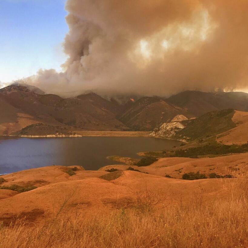 Panorama en la presa Twitchell de San Luis Obispo.