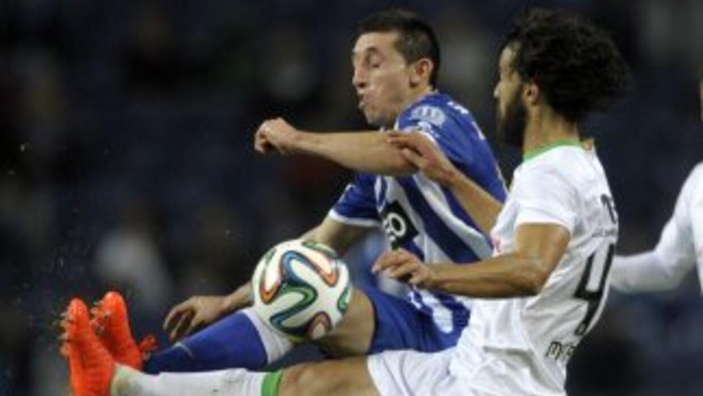 El mexicano Herrera fue titular y convirtió un gol de cabeza.
