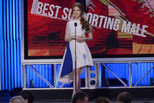 Anna Kendrick presentó Mejor actor de reparto. Mira aquí los videos más...