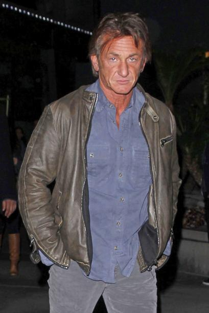 Sean Penn estuvo con cara de pocos amigos, como siempre, al notar que lo...