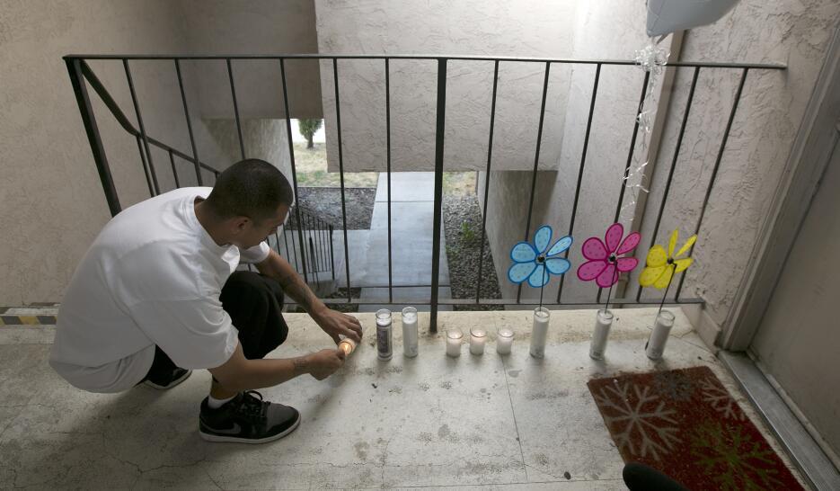 Arrestan al padre de tres niños que fueron asesinados en su apartamento...
