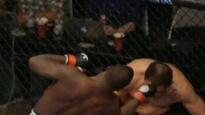 Anthony Johnson finalizó a Antonio Nogueira (Foto: Twiiter).