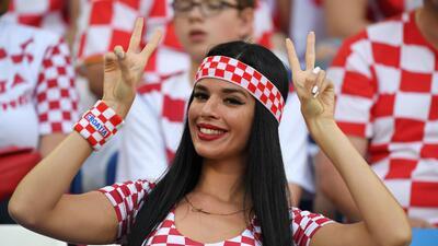 El colorido de las fanáticas en el partido entre Croacia y Nigeria en Rusia 2018