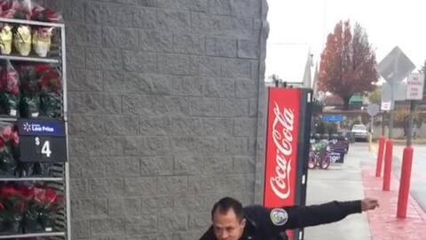 Un policía decide bailar para recaudar fondos (y resulta todo un éxito)
