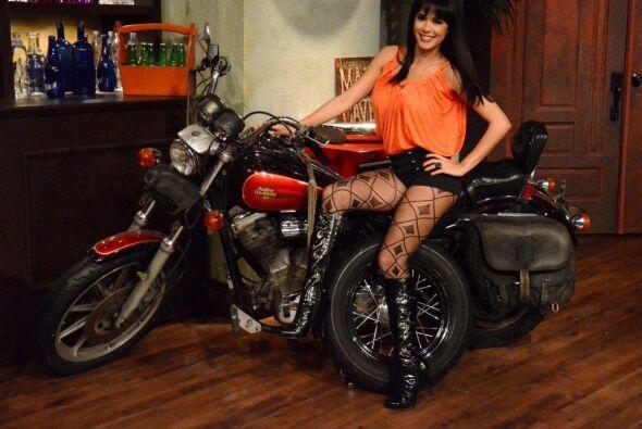 Aunque si no encuentran galán, estás chicas se montan en su moto y   cor...