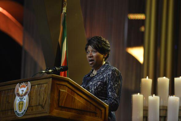 Nandi Mandela, nieta del expresidente sudafricano, dirigió unas palabras...