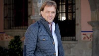 Mariano esun hombre muy atractivo, inteligente, educado.