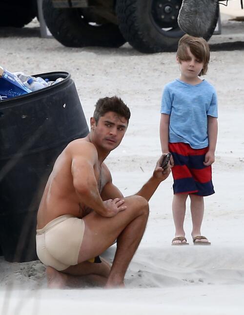 Mira ahora a Zac Efron en calzones, filmando otra película.