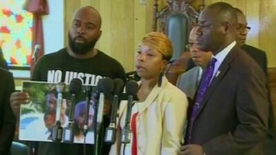 Continúan las protestas en Missouri por adolescente muerto a tiros