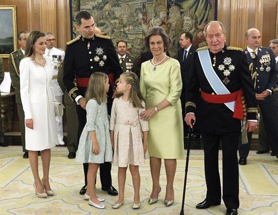 Y aunque Juan Carlos no asistió al Parlamento, sí particip...