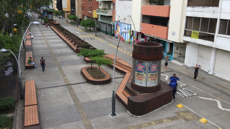 Planificar sin querer queriendo de corredor de buses a for Mobiliario espacio publico
