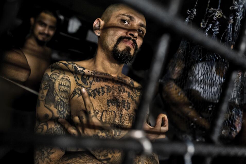Un pandillero de la Mara Salvatrucha, una de las bandas más grand...