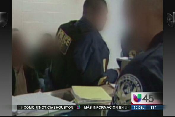 Mientras tanto un grupo de agentes de ICE entabló una demanda en contra...