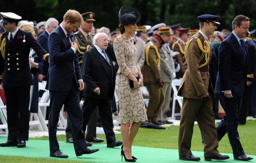 Los 50 mejores vestidos que usó Kate Middleton en 2016 GettyImages-54407...