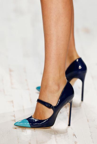 ¡Un par en color azul es indispensable si te consideras una mujer...