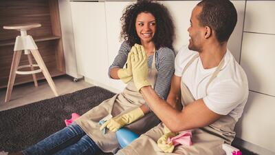 Los hombres no trabajan lo suficiente en el hogar, según estudio