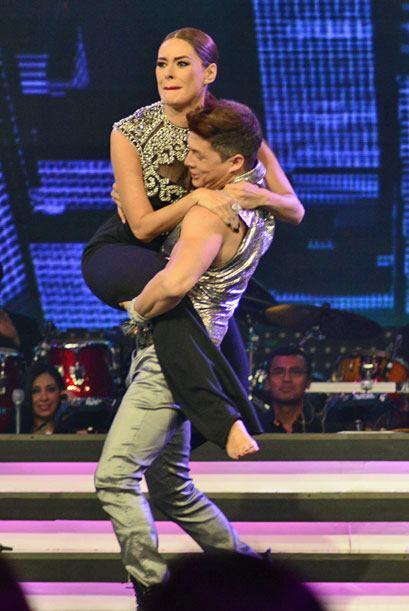 A Danny también le ganó la emoción y cargó a Gali.