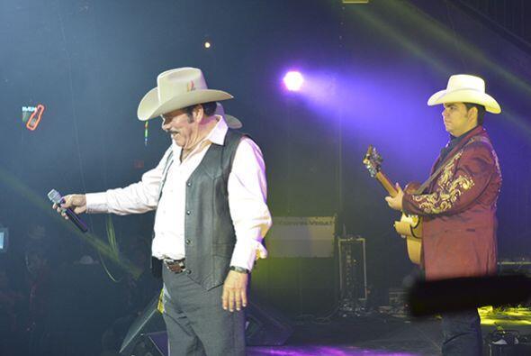 Y el Rey de Mil Coronas les entregó lo mejor de su música. Fotos cortesí...