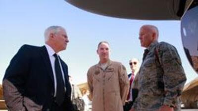 El secretario de Defensa estadounidense, Robert Gates, vistó a Irak para...