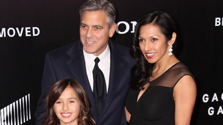 George Clooney cumplió su promesa y desfiló por la alfombra roja con la...