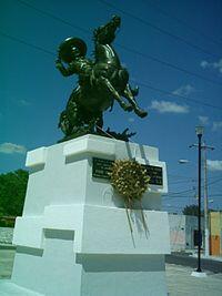 Los homenajes a Pedro Infante, esculturas, monumentos, figuras de cera,...