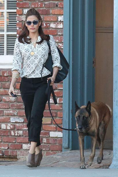 ¡Aún para salir a pasear al perro esta diva de la moda luce increíble! E...
