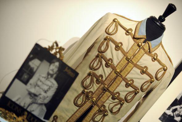 JOHN LENNON- El trabajo que Lennon hizo en la música lo llevó a ser uno...