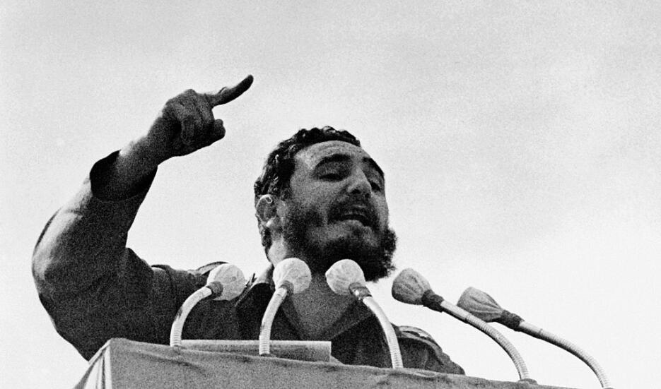 Fidel Castro durante su discurso por el cuarto aniversario de la revoluc...